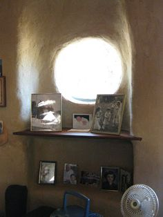 Garden of Dreams: Cobbers field trip -- Ted's cob house, interior I