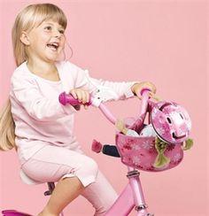 Promenade à vélo avec sa poupée grâce au porte-bébé (Götz)