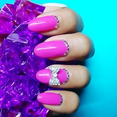 nailinghollywood:  Put a BOW on it!  #nails #bow #crystals #pink #tbt #nailart #karengnails