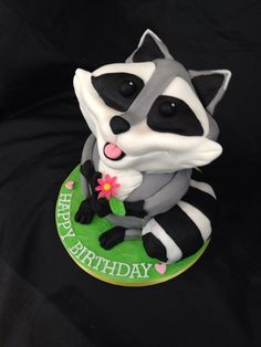 Raccoon Cake www.caronscakery.co.uk