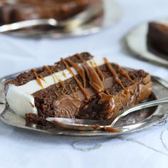 This Black & White Brownie Terrine is an easy way to impress friends and family. Using your favorite brownie recipe and DREYERS or EDYS Vanilla and Chocolate ice creams, this is the perfect make-ahead dessert. After dinner, cut into 1 inch slices, drizzle with caramel sauce and serve.