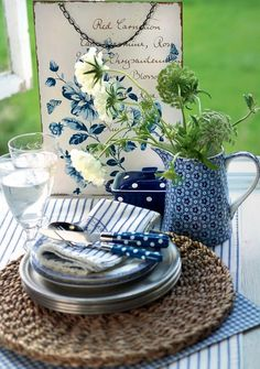 Dine in the kitchen with Blue and white table setting....for breakfast