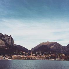 Panorama lecchese visto dal lungolago di Malgrate #lecco #lake #sky #montagna #clouds #nature #landscape #panorama #paesaggio #lago #buonasera #italian_trips #volgolecco