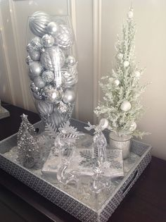 Festive tray Silver Christmas, Christmas Wedding, Christmas Holidays, Christmas Crafts, Xmas, Office Christmas Decorations, Christmas Arrangements, Christmas Centerpieces, Winter Wonderland Birthday