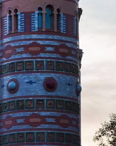 Rincones de Madrid . . . #goya #casadebolas #cerveceriasantabarbara #madrid #visitspain #visitmadrid #tourism #arquitectura #arquitecture #compartetuatradecer #eos500d #canonespaña #bolas #geometria #geometric #ladrillos #colores #colorful #loves_madrid #ig_madrid_city #madridmemola #madridseduce #descubriendoigers #igersmadrid #madrid_monumental #ok_madrid #estaes_madrid #madrid_best_photos #themadridbible #ok_madrid