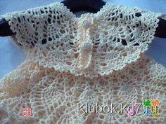 Oi amigas!  Mais um lindo vestidinho em croche:                                                receita escrita aqui  http://veraesuasmanual...