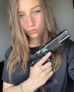 Which one is more painful airsoft or paintball? What does it feel like to get shot with an airsoft gun? Hand Photography, Photography Poses For Men, Gunslinger Girl, Post Apocalyptic Art, Airsoft Sniper, Hood Girls, Military Women, Military Army, Gangster Girl