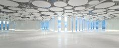 Sala sol y luna con luz artificial, crea un único espacio diafano de 1.400m2 para grandes celebraciones de más de 1.000 invitados. Espacio creado por el arquitecto Ramón Esteve. www.myrtus.eu