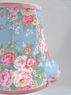 Lovely vintage floral lampshade...  :-)