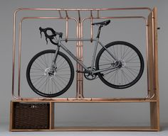 Tubes de cuivre pour une suspension de vélo fait main / Copper pipes for a hand-crafted bike storage furniture #copper #cuivre #bike #furniture #design