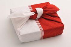 Furoshiki - How to use fat quarters for beautiful, reusable gift wrap | Joybilee Farm