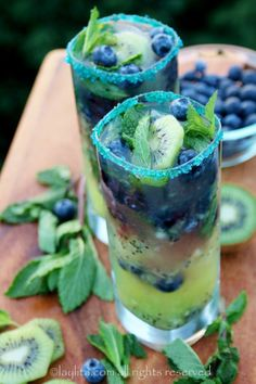 This kiwi blueberry mojito is the perfect summer drink for those backyard get togethers. Plus, it's very easy to turn into a mocktail, just leave out the rum and you will have a yummy kiwi blueberry mint mocktail for anyone who doesn't drink alcohol. Cocktail Drinks, Fun Drinks, Yummy Drinks, Cocktail Recipes, Beverages, Yummy Food, Cocktail Ideas, Bourbon Drinks, Drinks Alcohol