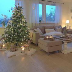 #Repost @maritas_blomster Koselig fredagskveld da var juletreet mitt og på plass. #myhome #mystyle #mynorwegianhome #hem_inspiration #christmas4you1 #roomforinspiration #eleganceroom #shabby_chichomes