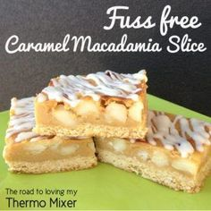 I was recently looking through a cookbook and saw a picture of a slice that looked similar to this. It had a biscuit base, peanuts and a top n fill mid caramel macadamia slice. Thermomix Desserts, No Bake Desserts, Dessert Recipes, Baking Tins, Baking Recipes, Caramel Ingredients, 4 Ingredients, Bellini Recipe, Vegetarian Chocolate