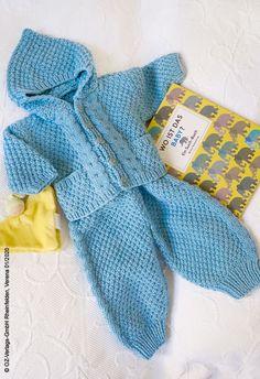 Was ist das perfekte Geschenk zur Geburt? Wie wär es mit diesen süßen selbstgestrickten Kleidungsstücken für das Baby, alles aus feinster Wolle.