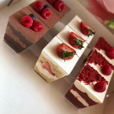 Mini Dessert Cups, Dessert Table, Mini Dessert Shooters, Cute Desserts, Wedding Desserts, Dessert Packaging, Summer Dessert Recipes, Cafe Food, Mini Cakes