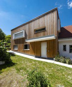 HAUS IN OBERPULLENDORF | AL Architekt Garage Doors, Outdoor Decor, Home Decor, Wood Facade, House, Homes, Decoration Home, Room Decor, Carriage Doors