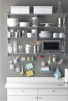 https://i.pinimg.com/736x/09/95/f0/0995f06e9cd1e9e2ed0be2a3d6e81be8--small-kitchen-organization-organized-kitchen.jpg