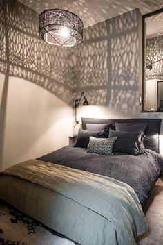 Stoere slaapkamer aardetinten warme uitstraling legergroen army green earth tones - Japanse deco slaapkamer ...