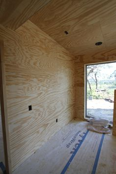 If you are interested in installing plywood walls in your home, the good news is that it only requires basic carpentry skills and that its use and installation is well-suited for the do-it-yourself… Plywood Wall Paneling, Plywood Ceiling, Plywood Board, Plywood Cabinets, Cafe Interior, Interior Walls, Interior And Exterior, Garage Walls, Basement Walls
