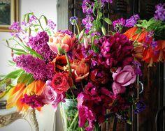 Catherine Muller Flower School Dark Flowers, Purple Flowers, Day Lilies, Floral Arrangements, Flower Arrangement, Spring Time, Centerpieces, Floral Wreath, Vibrant
