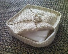 It& a matter of stitching: Napkin Holder - Porta guardanapo Crochet Bowl, Crochet Basket Pattern, Knit Basket, Diy Crochet, Crochet Crafts, Crochet Hooks, Crochet Projects, Crochet Patterns, Crochet Baskets