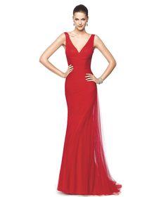 Vestido de festa vermelho com decote em bico Modelo Nicia - Pronovias 2015