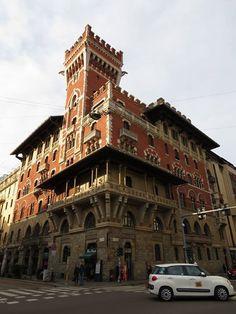 Con Ferry V. davanti al Castello Cova (fermata S.Ambrogio) #milanodavedere Milano da Vedere
