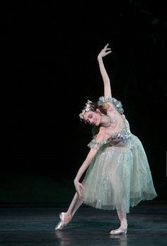 The Dream Julie Kent, American Ballet Theater. Ballet Images, Ballet Pictures, Dance Pictures, Ballet Poses, Dance Poses, Ballet Dancers, Ballet Costumes, Dance Costumes, American Ballet Theatre