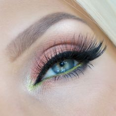 ESQIDO mink lashes in Lashmopolitan. Extra flared out ends for that flirty appeal.