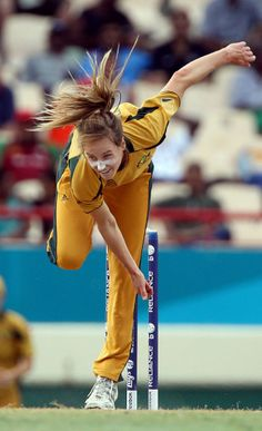 Dual International Elise Perry has represented Australia in both Cricket & Football (Soccer).