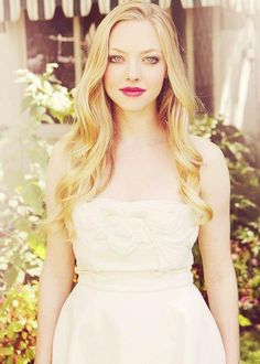 simple hair and makeup // Amanda Seyfried // pale and beautiful. She is so gorgeous, goodness!