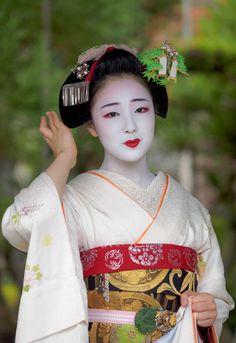 舞妓 maiko まめ藤 mamefuji KYOTO JAPAN