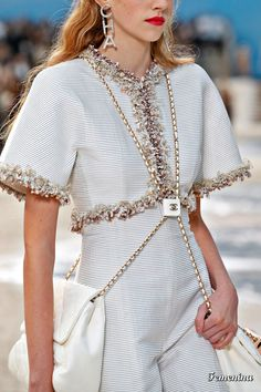 Chanel Spring 2019 Ready-to-Wear Collection - Vogue Chanel Couture, Style Haute Couture, Haute Couture Bags, Chanel Fashion Show, Runway Fashion, High Fashion, Womens Fashion, Fashion Fashion, Style Coco Chanel