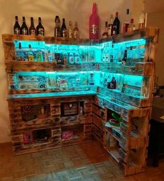 How to make a DIY Pallet Bar? - Is it your friend's birthday or some big event coming up in few days? If yes and you wanted to surprise him then making a DIY pallet bar is a great . Diy Home Bar, Diy Bar, Bars For Home, Diy Home Decor, Wood Pallet Bar, Wood Pallets, Wood Wood, Palette Diy, Home Bar Designs