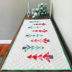 I do love this time of year, it's my favourite holiday, only made more fun by now being able to hand make some of the decorations 🎄this table runner was finished just in the nick of time for last Christmas so it has been lovely unpacking it knowing I get to enjoy it for a whole month this year! • Pattern is Jingle Goose by @jeliquilts and using @cottonandsteel's Tinsel fabric. • #tablerunner #modernquilt #cottonandsteel #tinselfabric #jinglegoose #christmasquilting #starlightedquilted…
