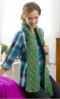 Green Scarf With Free Pattern Crochet | Crochet Scarf Free Pattern, Tips, Crochet Tips, Scarf, Fashion, Crochet Patterns, Free Graphics, Crochet, Step by Step, Winter Fashion, Crochet Inspiration, Crochet Crafts, Free Tutorial, Written Instructions, Standards, Diagram, Yarn Crochet, DIY.