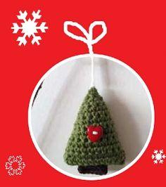 Katia ci ha offerto un modello gratuito di decorazione natalizia facile e veloce, l'alberello di Natale amigurumi. Ecco le istruzioni per realizzarlo.
