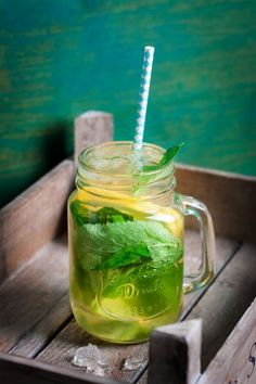 What are the best drinks to boost metabolism? Well, you can easily find out the answer if you check out this article. Let's detox your body and lose extra pounds easily! These healthy and tasty drinks will tone your body, boost metabolism and you can … Yummy Drinks, Healthy Drinks, Healthy Dinner Recipes, Healthy Eating, Mason Jar With Straw, Bebidas Detox, Fresh Mint Leaves, Detox Your Body, Lose Weight Naturally