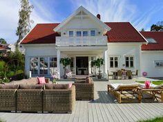 Villa Von Krogh   NÅ BOR VI HER!