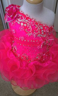 The design of the rhinestones is what I need.......Medium Glitz Hot pink