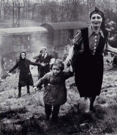 "Jewish prisoners - liberation from an internment camp ""death train"" near the Elbe 1945"