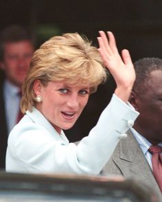 June 5, 1996 Princess Diana waves to the admiring crowds upon her arrival at Cook County Hospital in Chicago