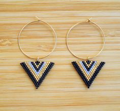 Ethnic earrings gold plated rings and triangle beads Miyuki black and gold woven hand Seed Bead Jewelry, Bead Jewellery, Seed Bead Earrings, Beaded Earrings, Beaded Jewelry, Handmade Jewelry, Bracelet Patterns, Beading Patterns, Beading Projects