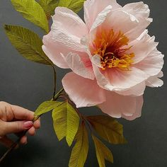 I think I creep closer, yet the form seems farther away! Thank you for sharing your beautiful images 🙏❤ Crepe Paper Flowers Tutorial, Crepe Paper Roses, Paper Flowers Craft, Large Paper Flowers, Giant Paper Flowers, Paper Peonies, Flower Crafts, Diy Flowers, Fabric Flowers