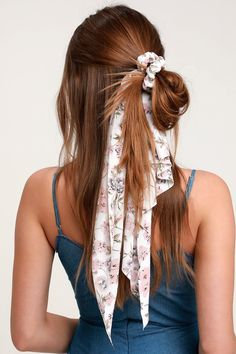 Add the perfect romantic touch to your look with the Lulus Breezy Blooms White Floral Print Scarf Ponytail Holder! A romantic white floral print scarf is secured to an elastic scrunchie hair tie, to create a chic and playful pony! Scarf Hairstyles, Cute Hairstyles, Casual Hairstyles, Wedding Hairstyles, Undone Look, Curly Hair Styles, Natural Hair Styles, Long Red Hair, Thick Hair