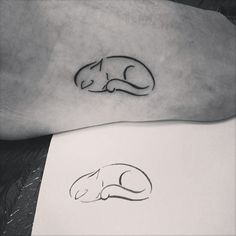 147 Foot Tattoo Designs that help you to leave a steeper footprint - Tattoo-Ideen - Minimalist Tattoo Tiny Foot Tattoos, Mini Tattoos, Trendy Tattoos, Cute Tattoos, Body Art Tattoos, New Tattoos, Tattoos For Guys, Tattoo Small, Feminine Tattoos