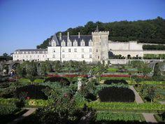 Chateaux de Touraine France | Château_de_Villandry_vue_des_jardins.JPG