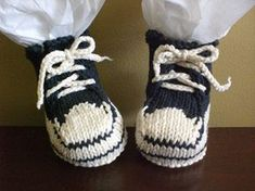 Knitting Patterns Booties Converse Baby Booties by Crystal Breaux via Ravelry - Free pattern Baby Booties Knitting Pattern, Knit Baby Shoes, Crochet Baby Booties, Baby Knitting Patterns, Knitting Socks, Baby Patterns, Free Knitting, Knitted Baby, Baby Boots