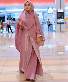 Choosing best hijab with abaya is so necessary for getting polished enhance. Hijab style, coloring a Muslim Women Fashion, Islamic Fashion, Womens Fashion, Abaya Fashion, Modest Fashion, Fashion Outfits, Moslem Fashion, Mode Abaya, Modele Hijab